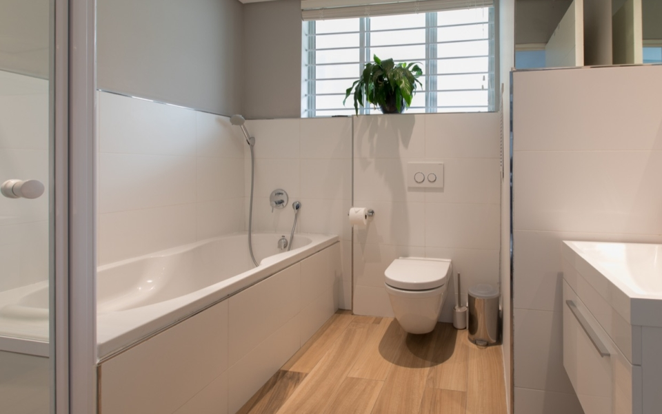 Luxury Vacation Rental Holiday Apartment Cape Town Mouille Point Villa Marina 24 Bedbath07