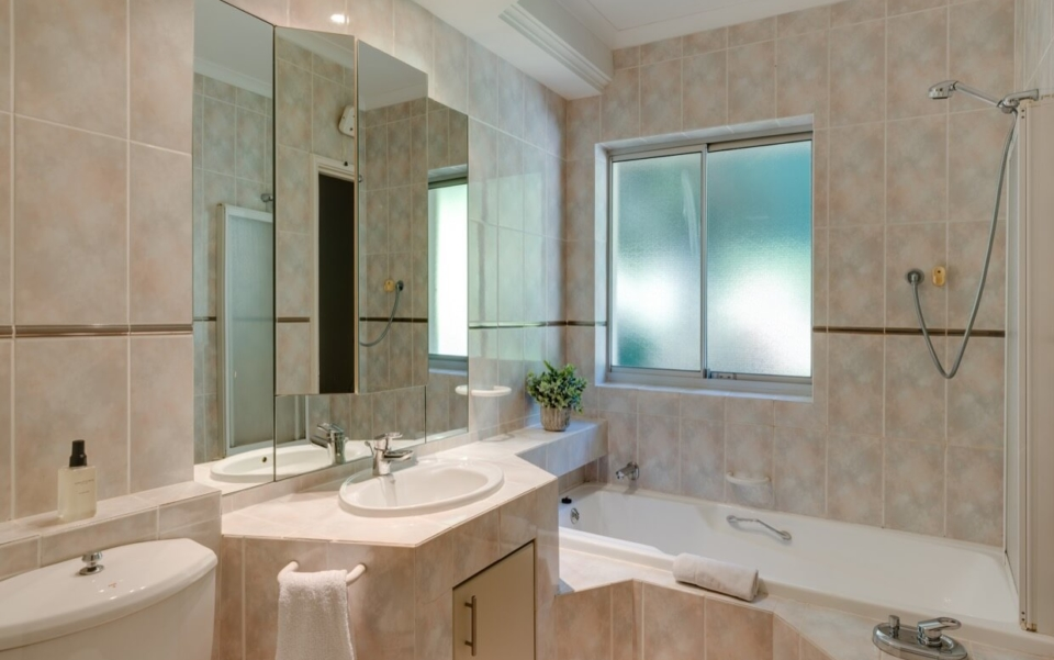 Luxury Cape Town Camps Bay Villa 15woodford Bathroom2