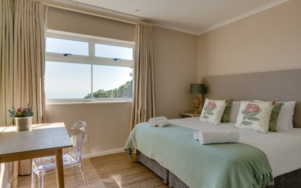 Luxury Cape Town Camps Bay Villa 15woodford Bedroom2