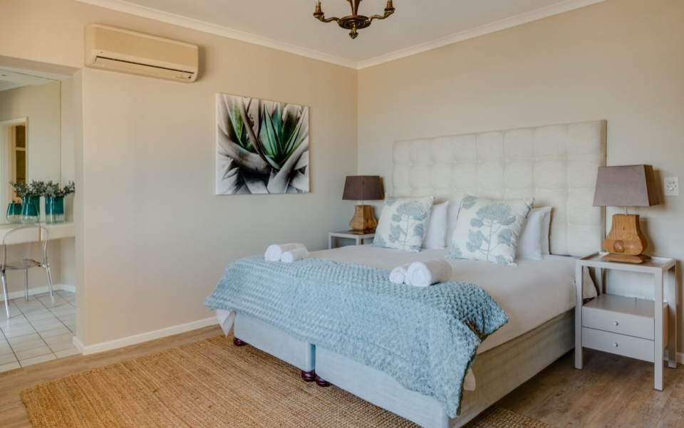 Luxury Cape Town Camps Bay Villa 15woodford Bedroom5