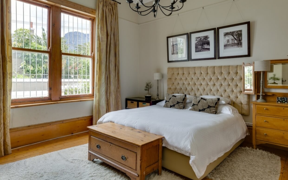 Luxury Holiday Villa Vacation Accommodation Cape Town Burnside Cottage Bedbath02