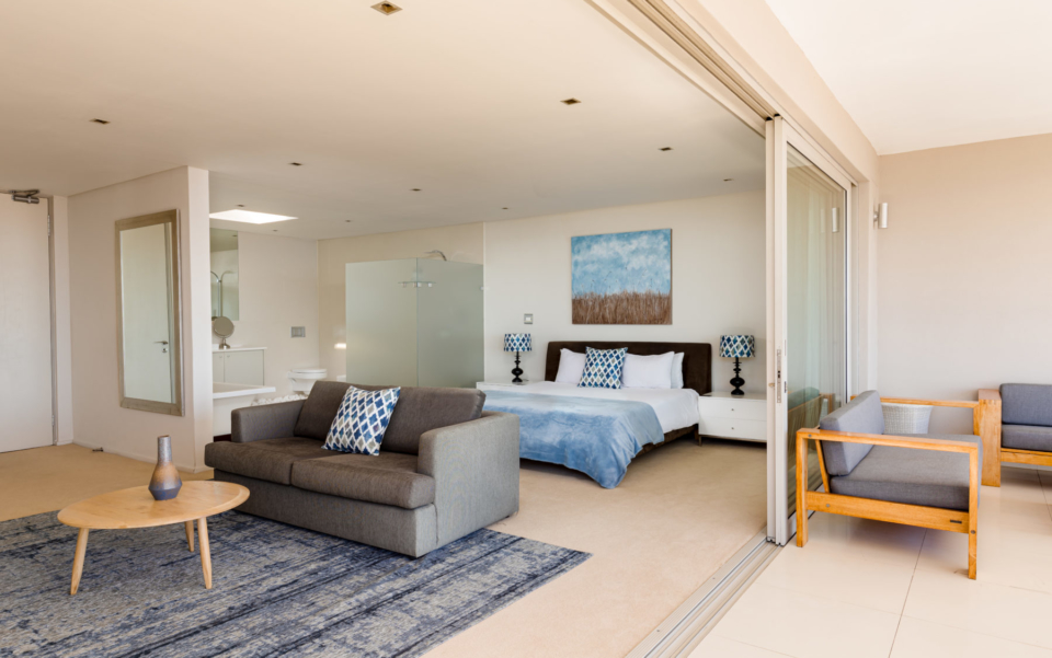 Luxury Villa Rental Vacation Home Cape Town Camps Bay Finchley Bedroom 1 And Bathroom
