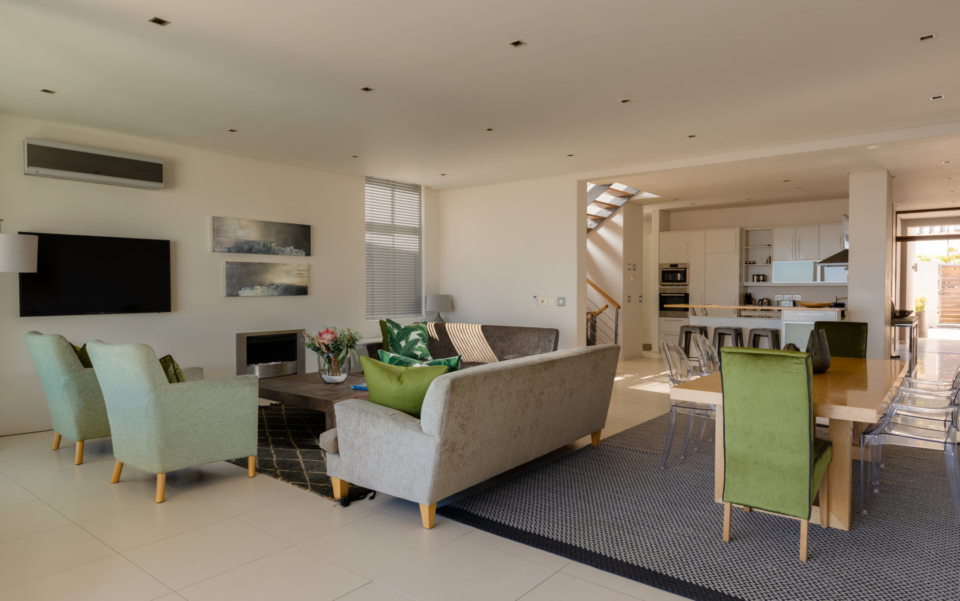 Luxury Villa Rental Vacation Home Cape Town Camps Bay Finchley Lounge And Kitchen