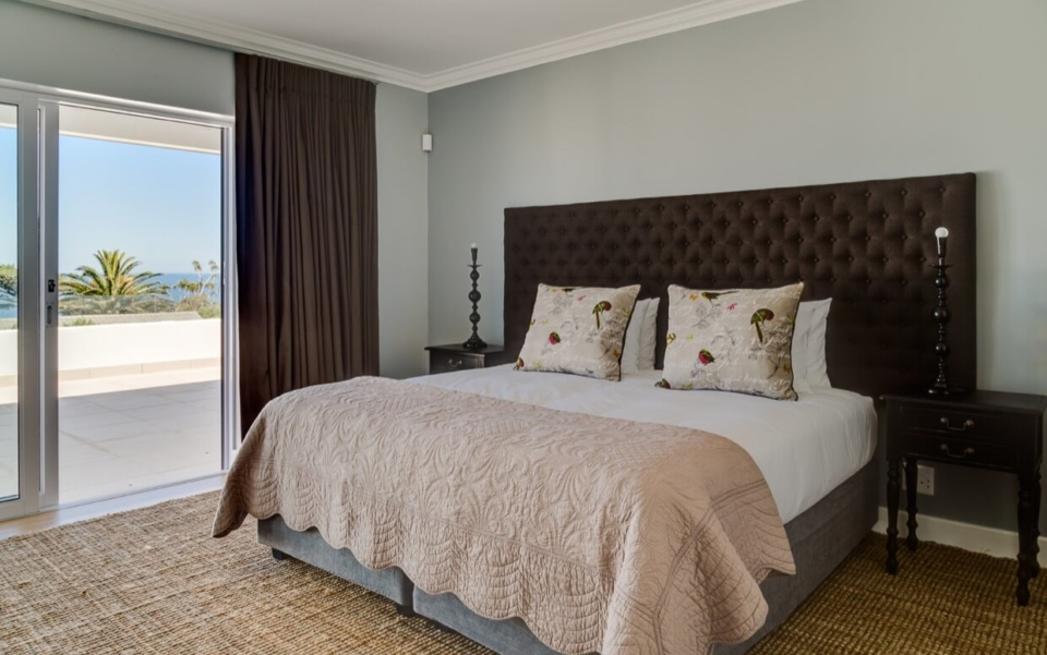 Luxury Villa Vacation Rentals Self Catering Accommodation Cape Town Camps Bay Bedroom 1