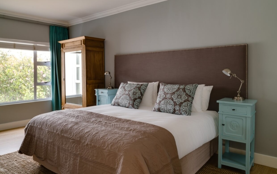 Luxury Villa Vacation Rentals Self Catering Accommodation Cape Town Camps Bay Ottawa Bedbath07