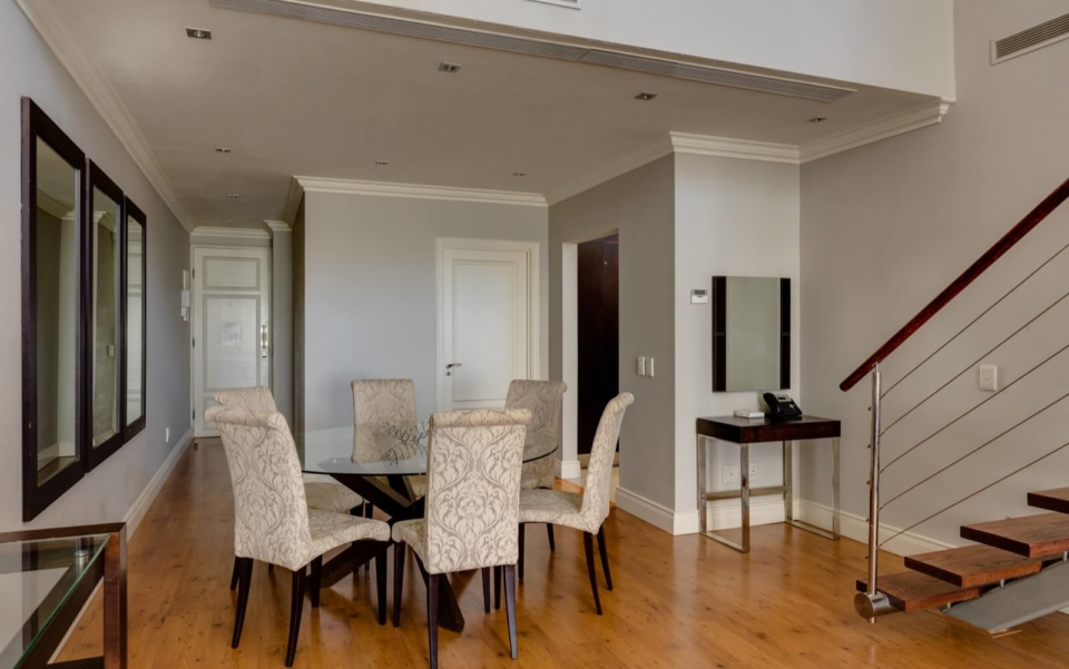 Luxury Cape Town Apartment 705 Cape Royale Dining