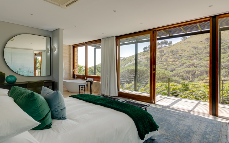 Luxury Cape Town Camps Bay Holiday Villa Le Thallo Lions Head View Bedroom