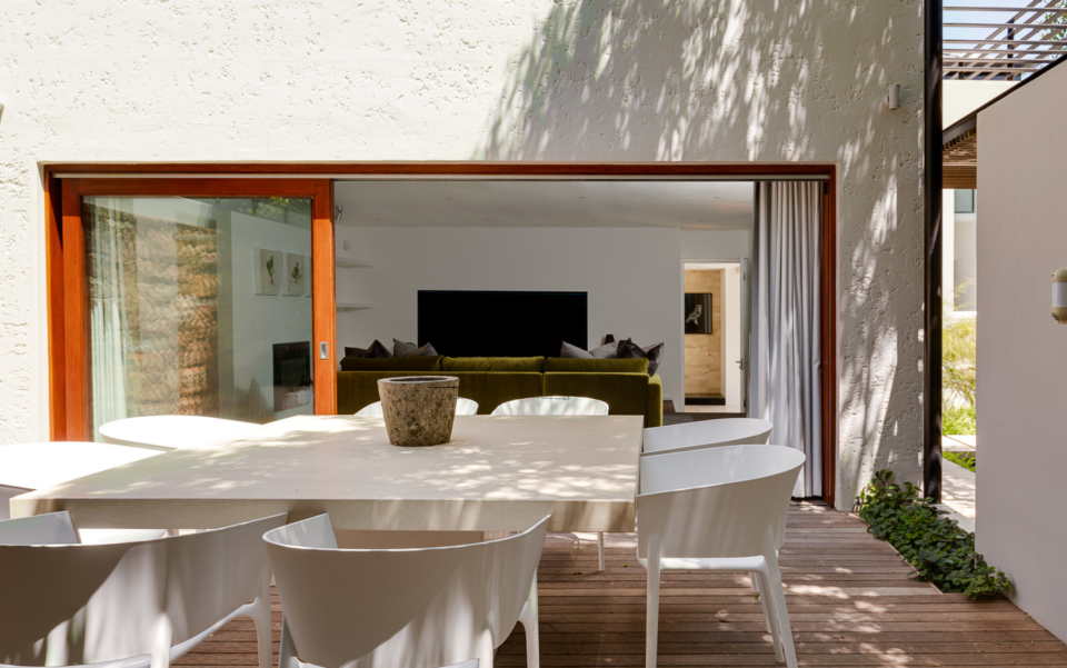 Luxury Cape Town Camps Bay Holiday Villa Le Thallo Outdoor Dining 2