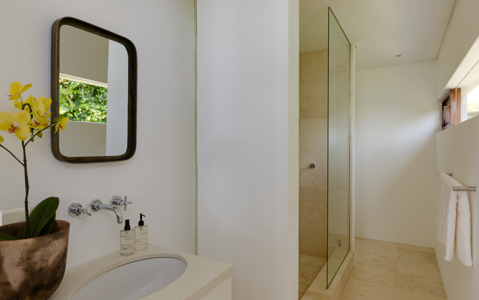 Luxury Cape Town Camps Bay Holiday Villa Le Thallo Shower