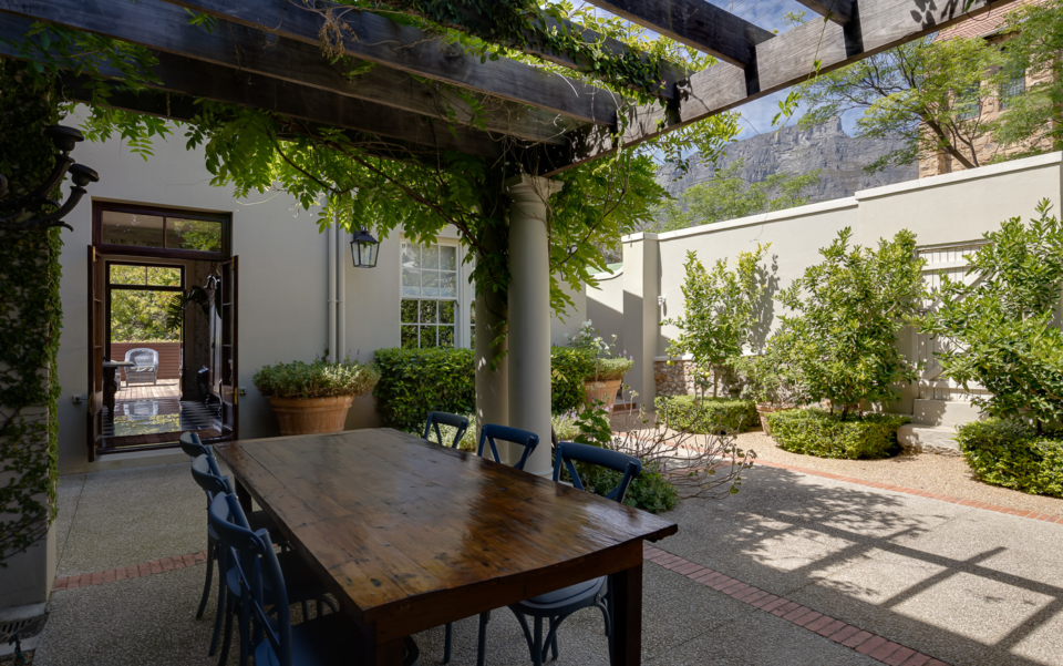 Luxury Cape Town Holiday Villa Outdoor Dining 2